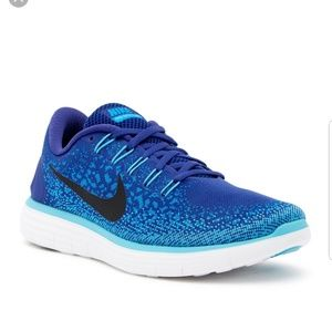 Free run distance nike sneakers